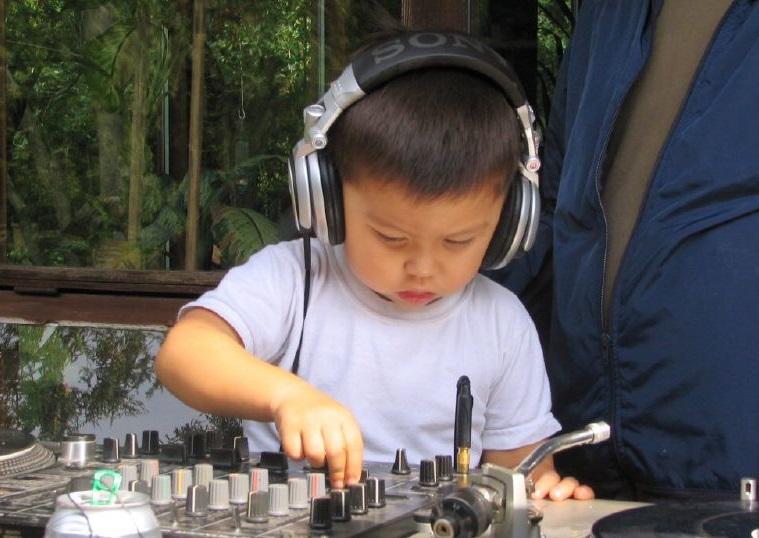 DJen tijdens  voorjaarsvakantie